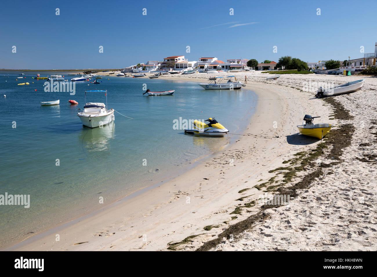Spiaggia e insediamento sulla Ilha da Armona isola barriera, Olhao, Algarve, Portogallo, Europa Immagini Stock