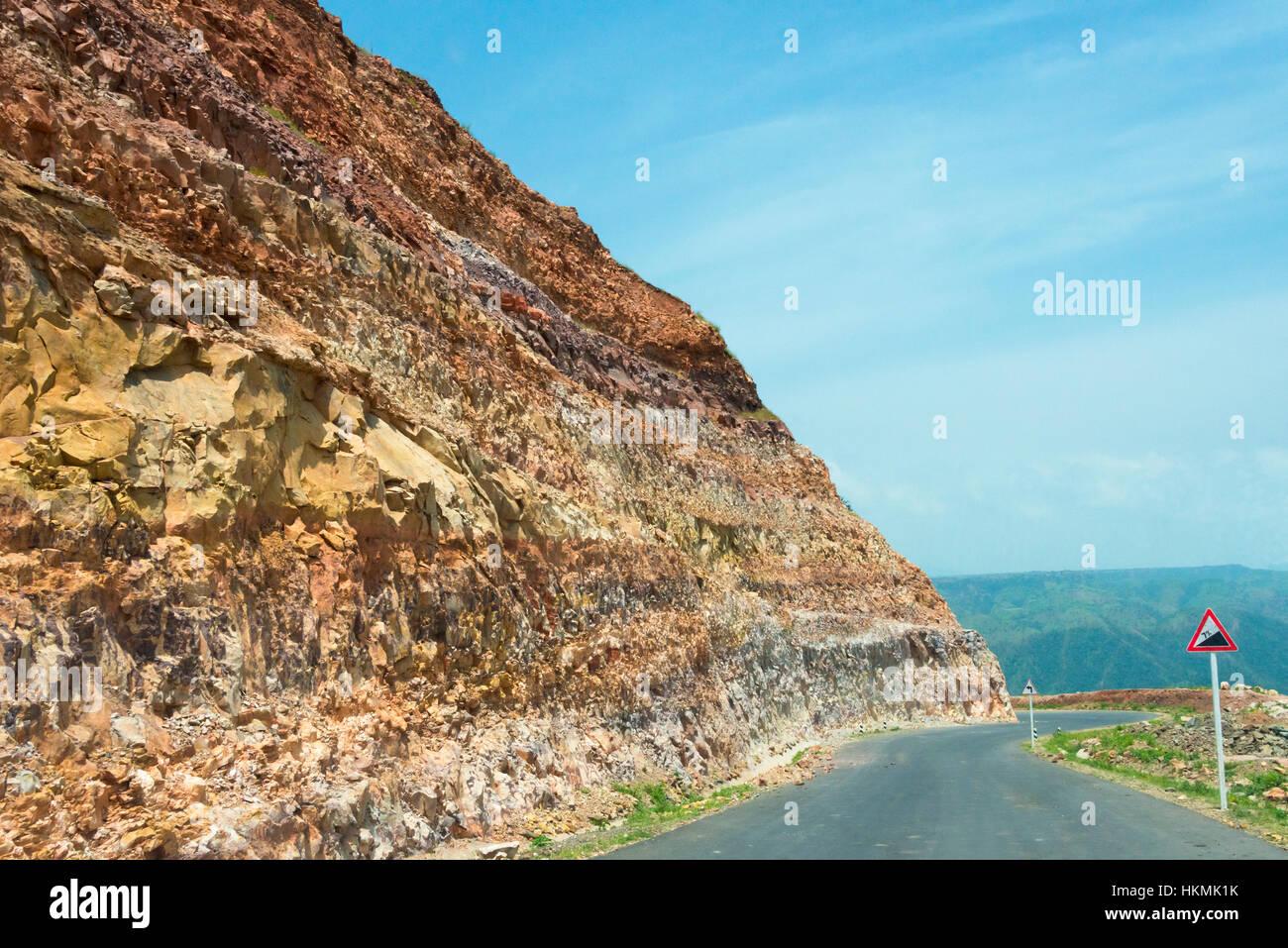 Cliff lungo la superstrada, Simien Mountain, Etiopia Immagini Stock