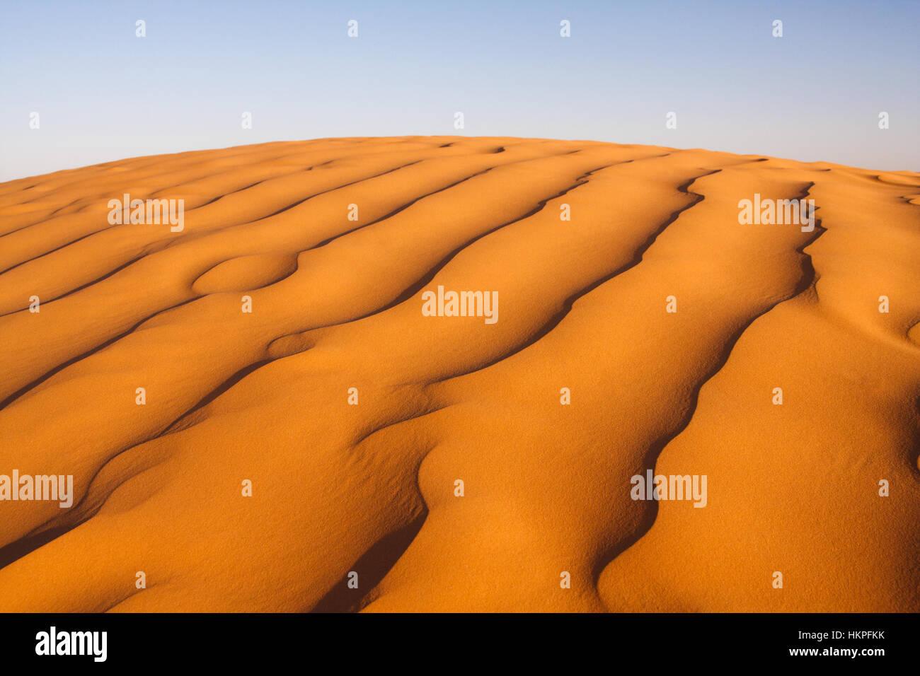 Bellissimi modelli di sabbia nel deserto del Sahara, Tunisia, Africa Foto Stock