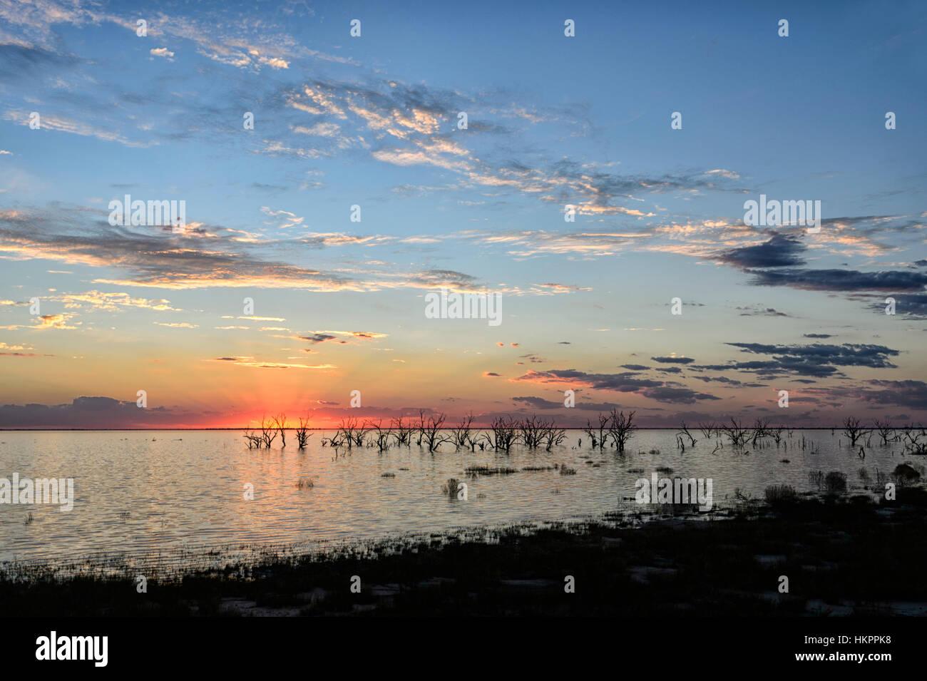 Tramonto sul lago Menindee, Nuovo Galles del Sud, Australia Immagini Stock
