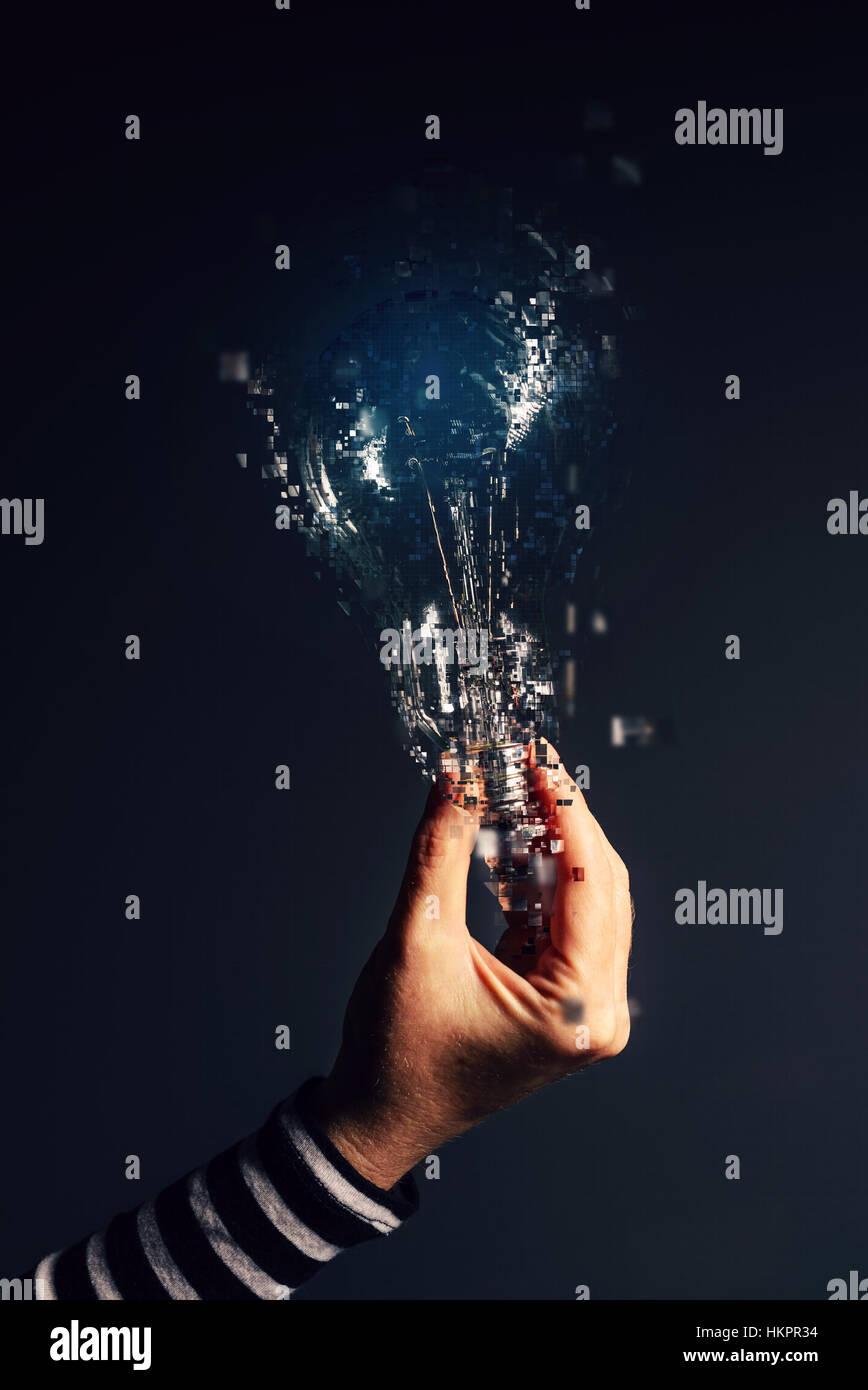 Nuove idee e pensiero creativo, lampadina in mano femmina Immagini Stock