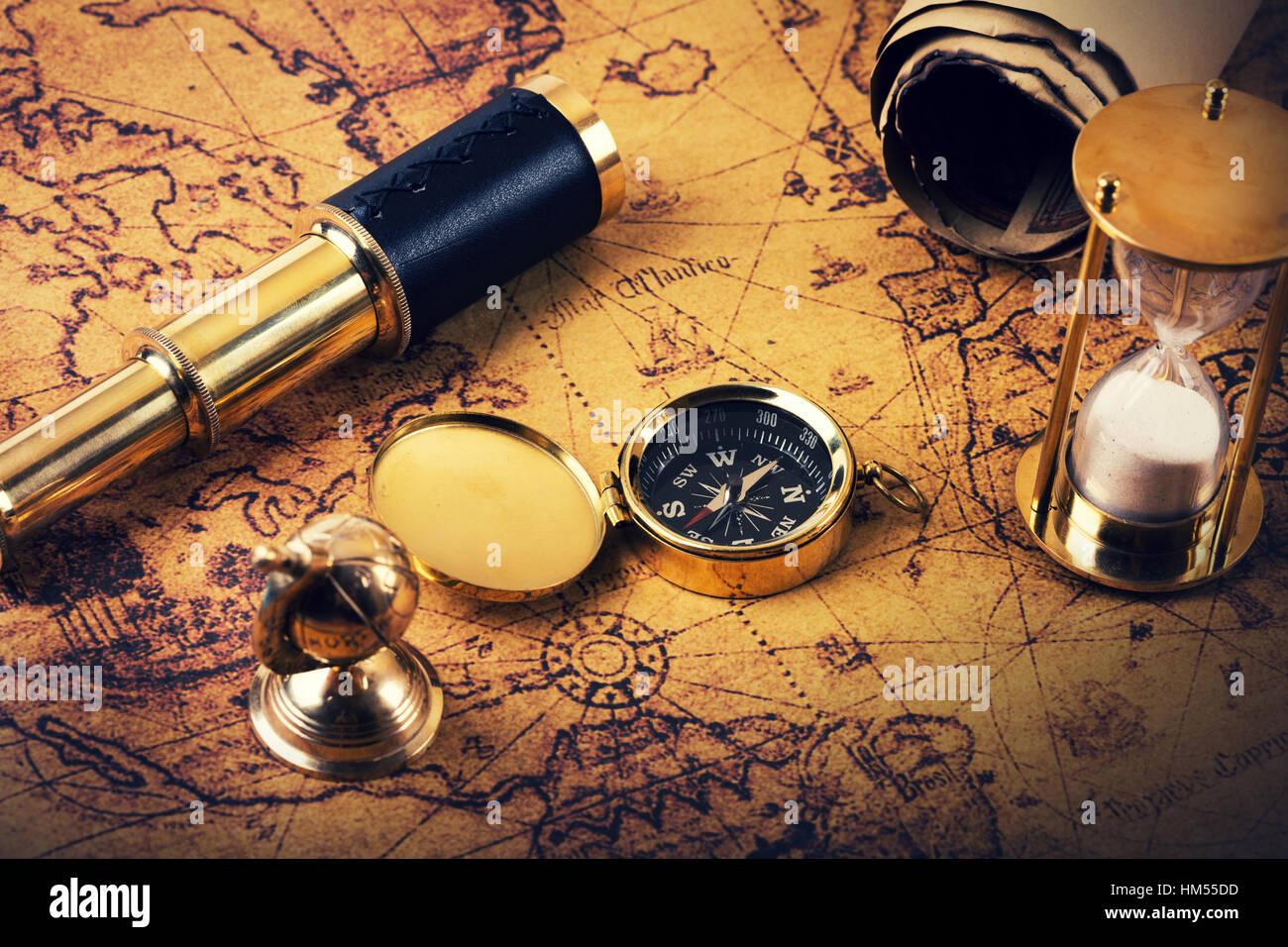 In cerca di avventure concetto - vintage gli elementi di navigazione Immagini Stock