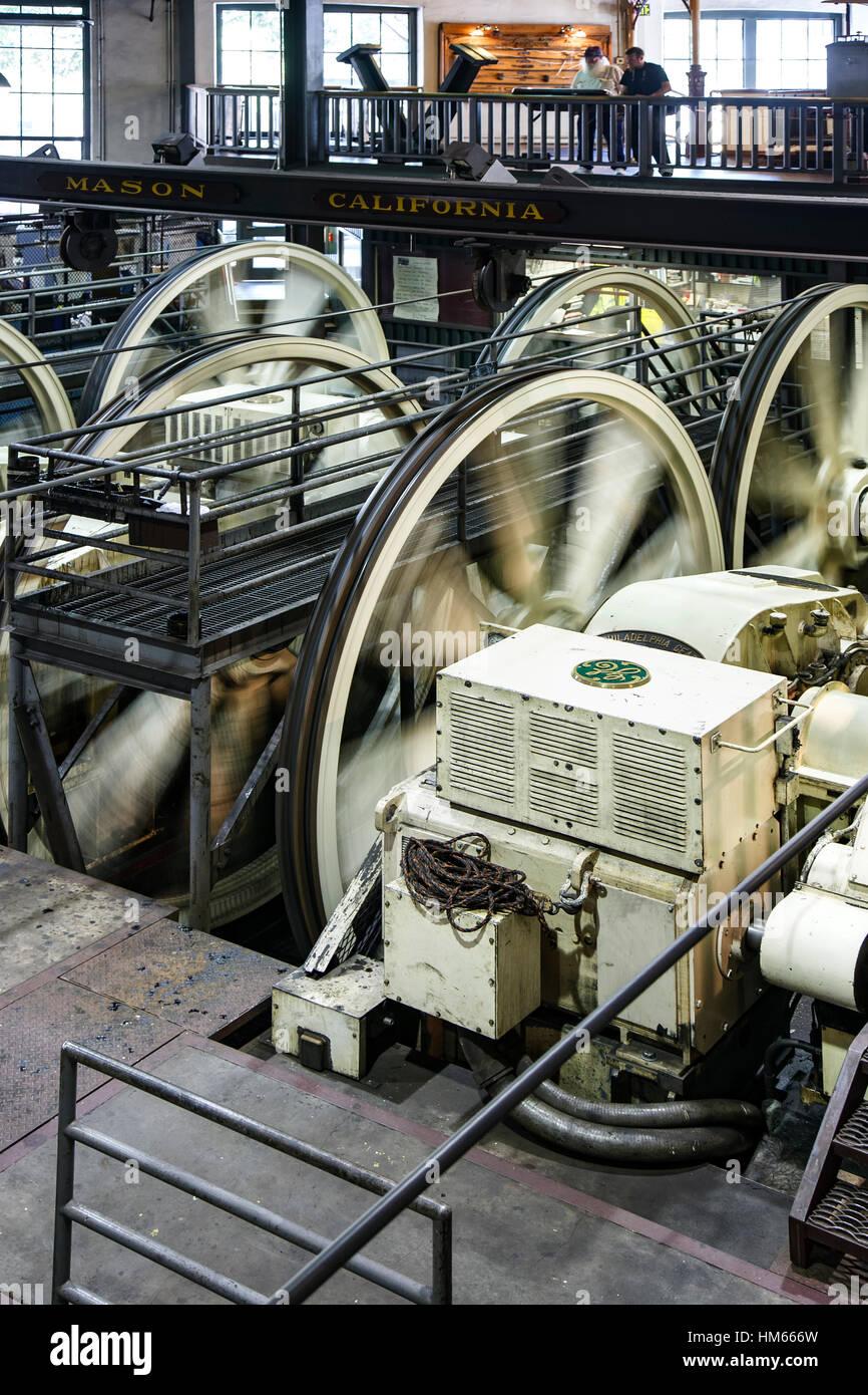 Ruote di avvolgimento e motori, San Francisco Cable Car Museum di San Francisco, California USA Immagini Stock