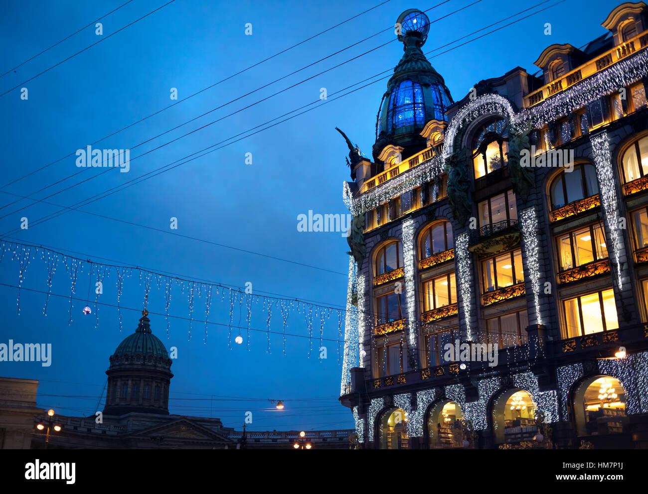 Il cantante Zinger Prenota Casa sulla Nevsky Prospect nel centro storico di San Pietroburgo, Russia Immagini Stock