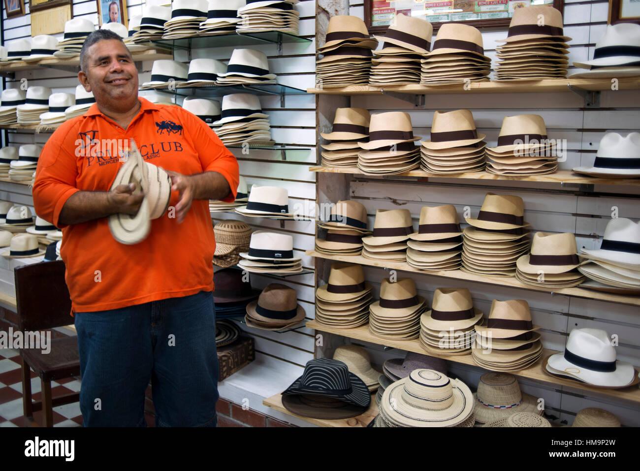 Victor s Panama Shop. Capanna shop. Un cappello di Panama è un tradizionale  colmato cappello c075fe180214