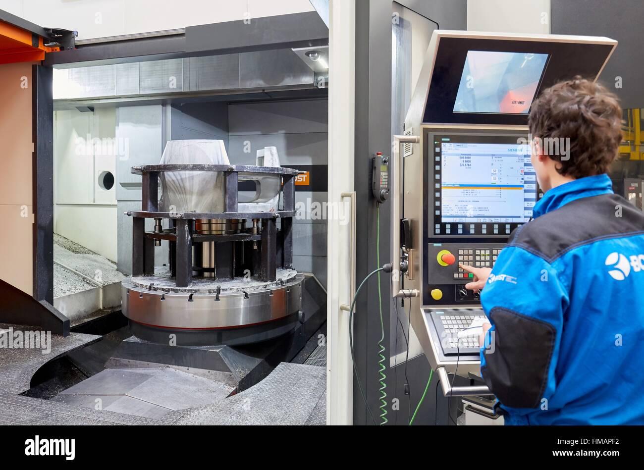 Centro di lavorazione. CNC. Tornio verticale. Macchine utensili azienda. Gipuzkoa. Paese basco. Spagna. Europa Immagini Stock