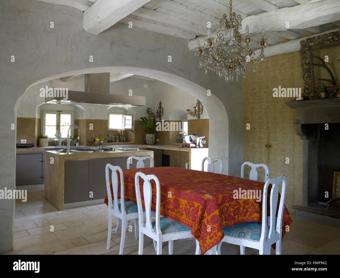Interni Di Una Casa Di Campagna : Interno di una cucina contemporanea in una casa di campagna in