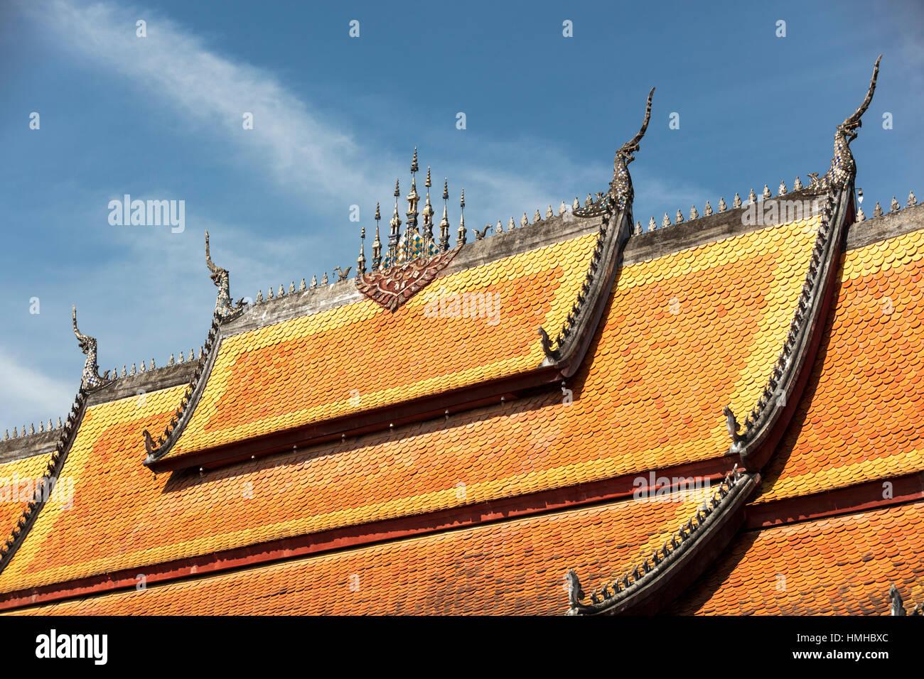 Tetto di Wat Sensouhkaram, Sakkarine Rd, Luang Prabang, Laos Immagini Stock