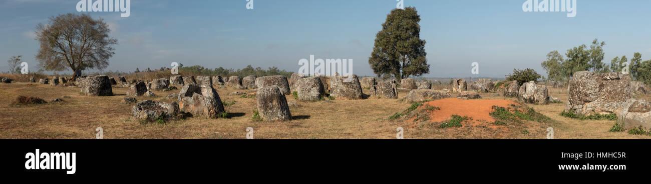 Vasi del neolitico, Pianura di giare, Sito 1, vicino Phonsevan, Laos Foto Stock