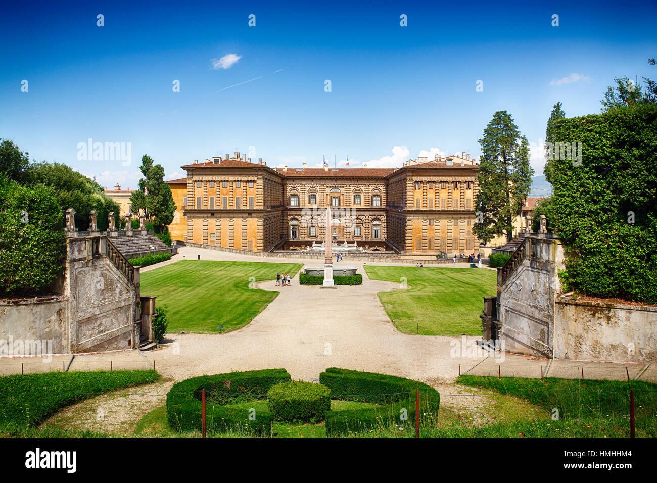Angolo di Alta Vista di Palazzo Pitti dal Giardino di Boboli, Firenze, Italia Foto Stock