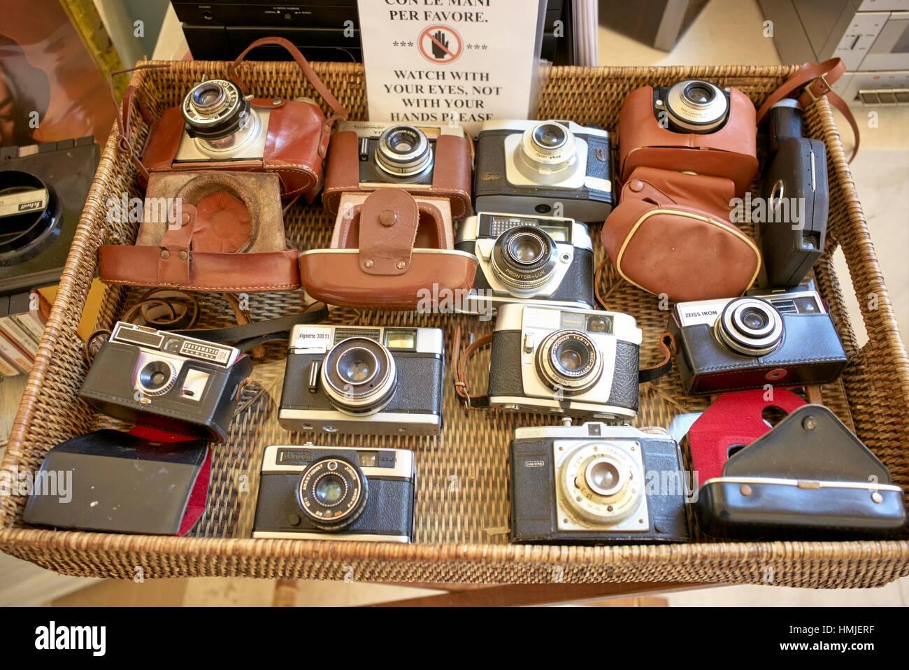 7558b31eb3ae8 Di seconda mano vintage mercato della fotocamera. Lecce