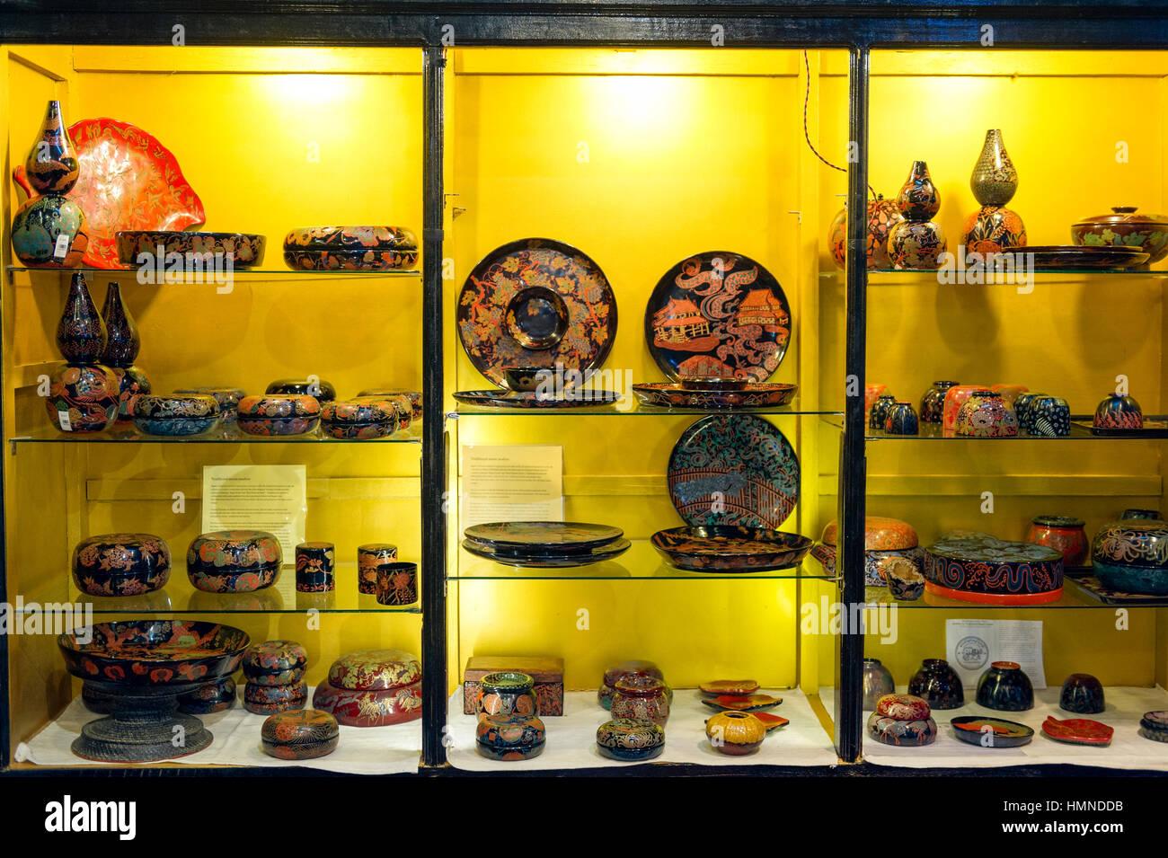 Myanmar (ex Birmanie). Bagan, Mandalay regione. Fabbricazione di oggetti laccati Immagini Stock