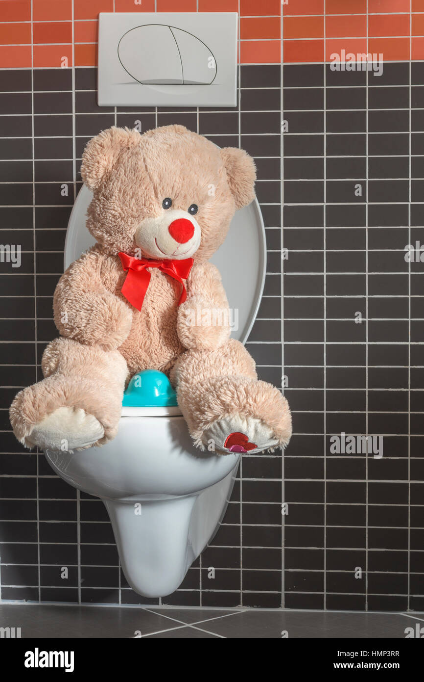 Toy orsacchiotto seduto sul wc tazza igienica in bagno for Wc immagini