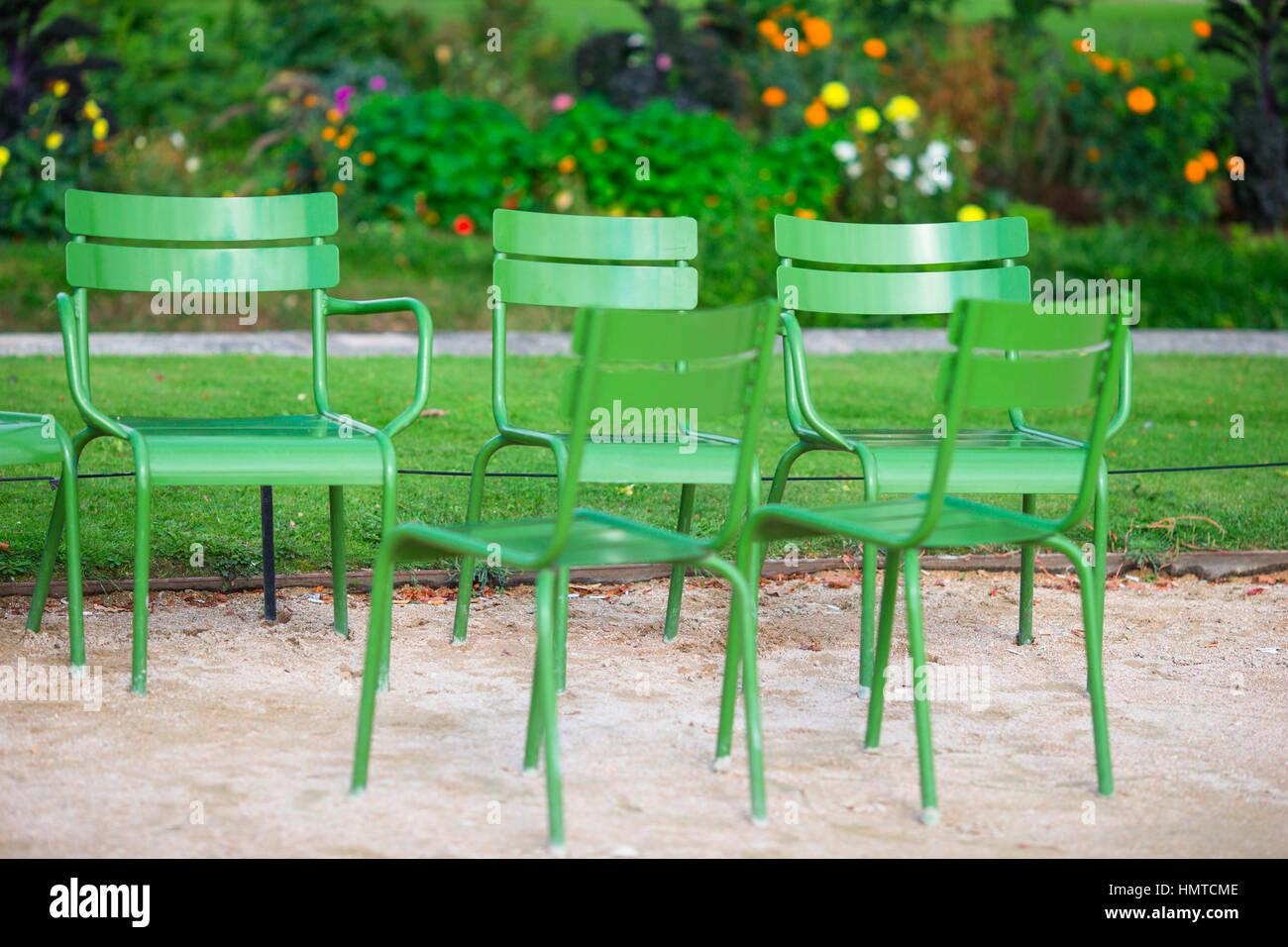 Sedie Francesi Da Giardino : Verde tradizionali sedie nel giardino delle tuileries a parigi