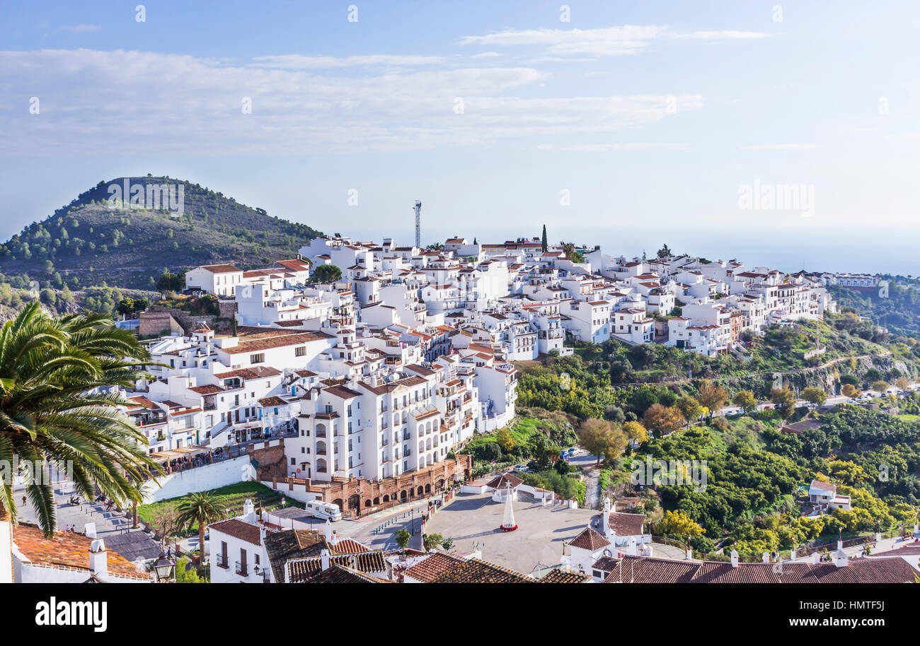 Frigiliana, provincia di Malaga, Andalusia, Spagna meridionale. Vista complessiva. Immagini Stock