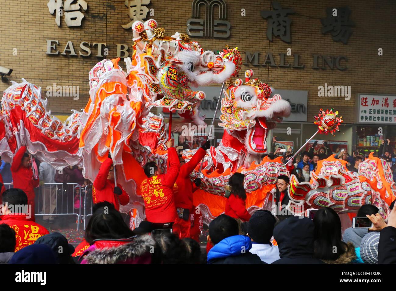 New York, Stati Uniti d'America. 5 febbraio, 2017. Wan Chi Ming Hung Gar dragon squadre eseguire nell'ANNUALE Immagini Stock