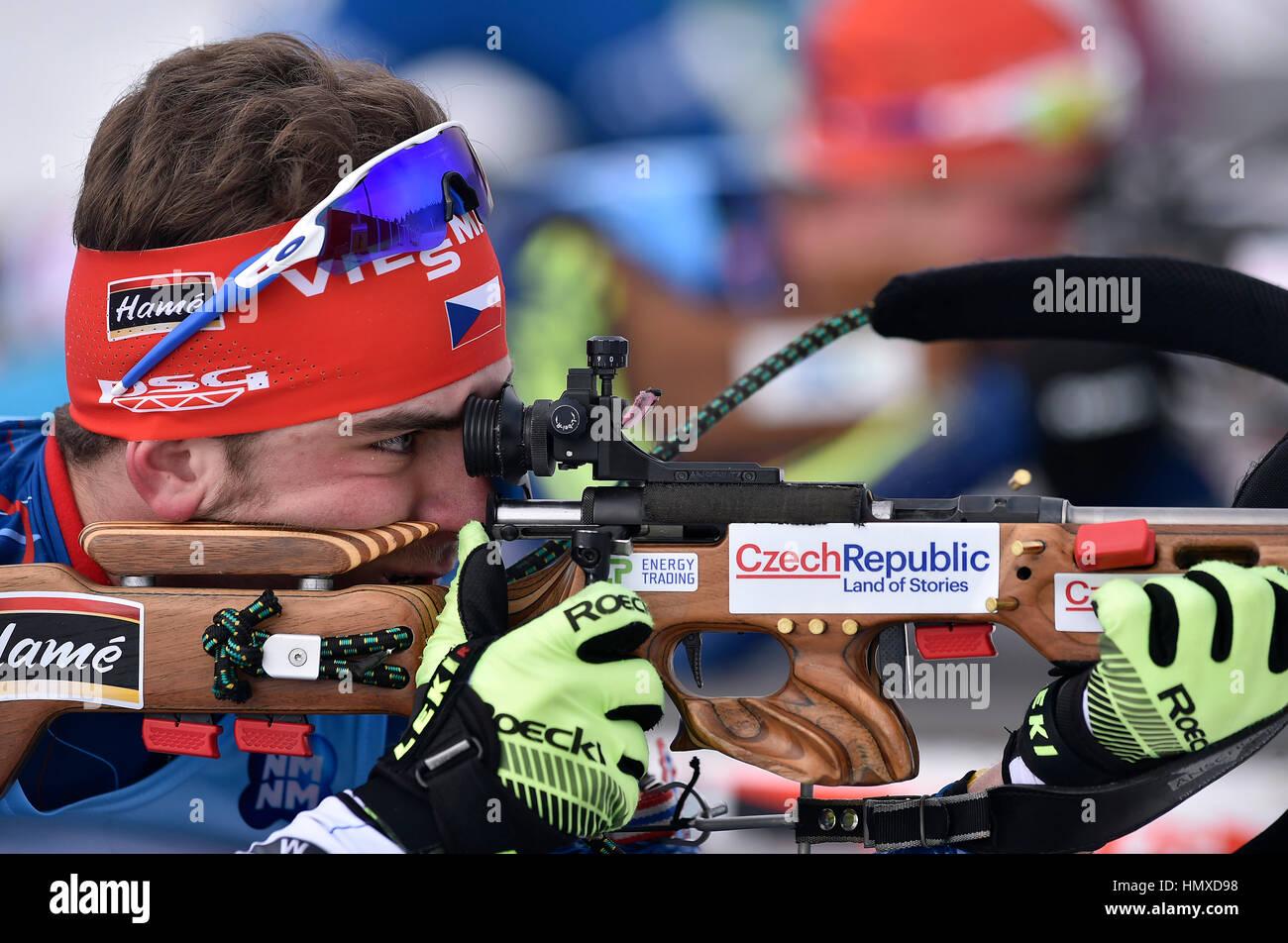 Nove Mesto na Morave, Repubblica Ceca. 05 feb 2017. Ceca Zemlicka Milano ha vinto Junior Uomini 12,5 km inseguimento Foto Stock
