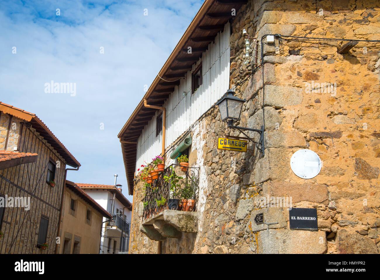 La facciata della casa. Sequeros, Sierra de Francia Riserva Naturale, provincia di Salamanca, Castilla Leon, Spagna. Immagini Stock