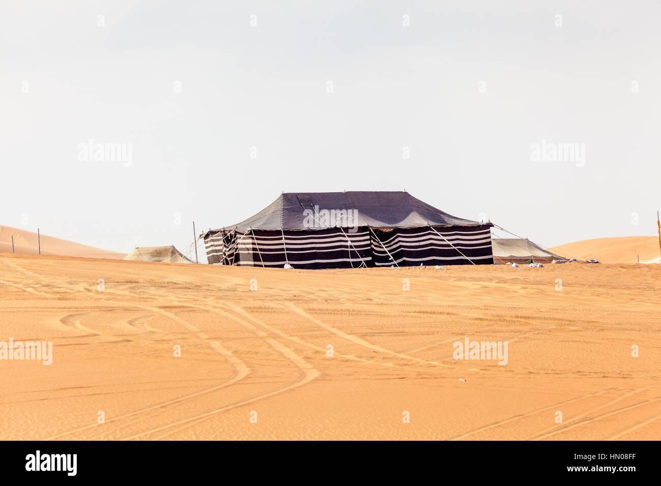 Desert Camp a duna Moreeb in Liwa Oasis area. Emirato di Abu Dhabi, Emirati Arabi Uniti, Medio Oriente Immagini Stock