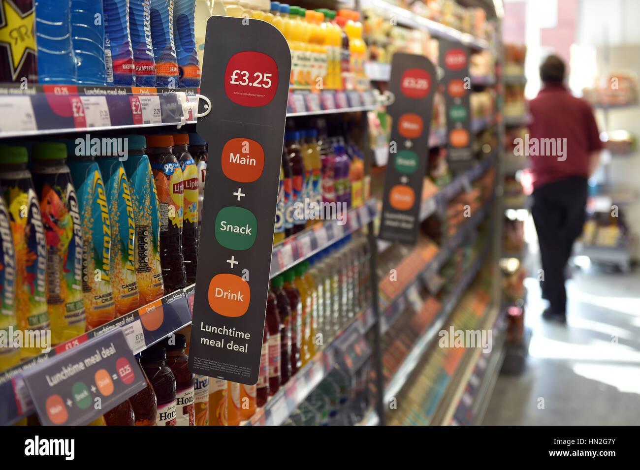 Pasto di mezzogiorno trattativa in un supermercato Immagini Stock