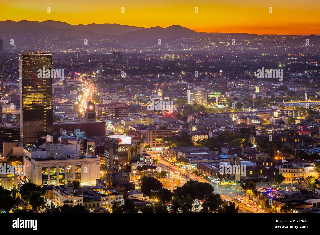 Vista di Città del Messico dalla Torre Latinoamericana. Città del Messico è densamente popolata e Immagini Stock