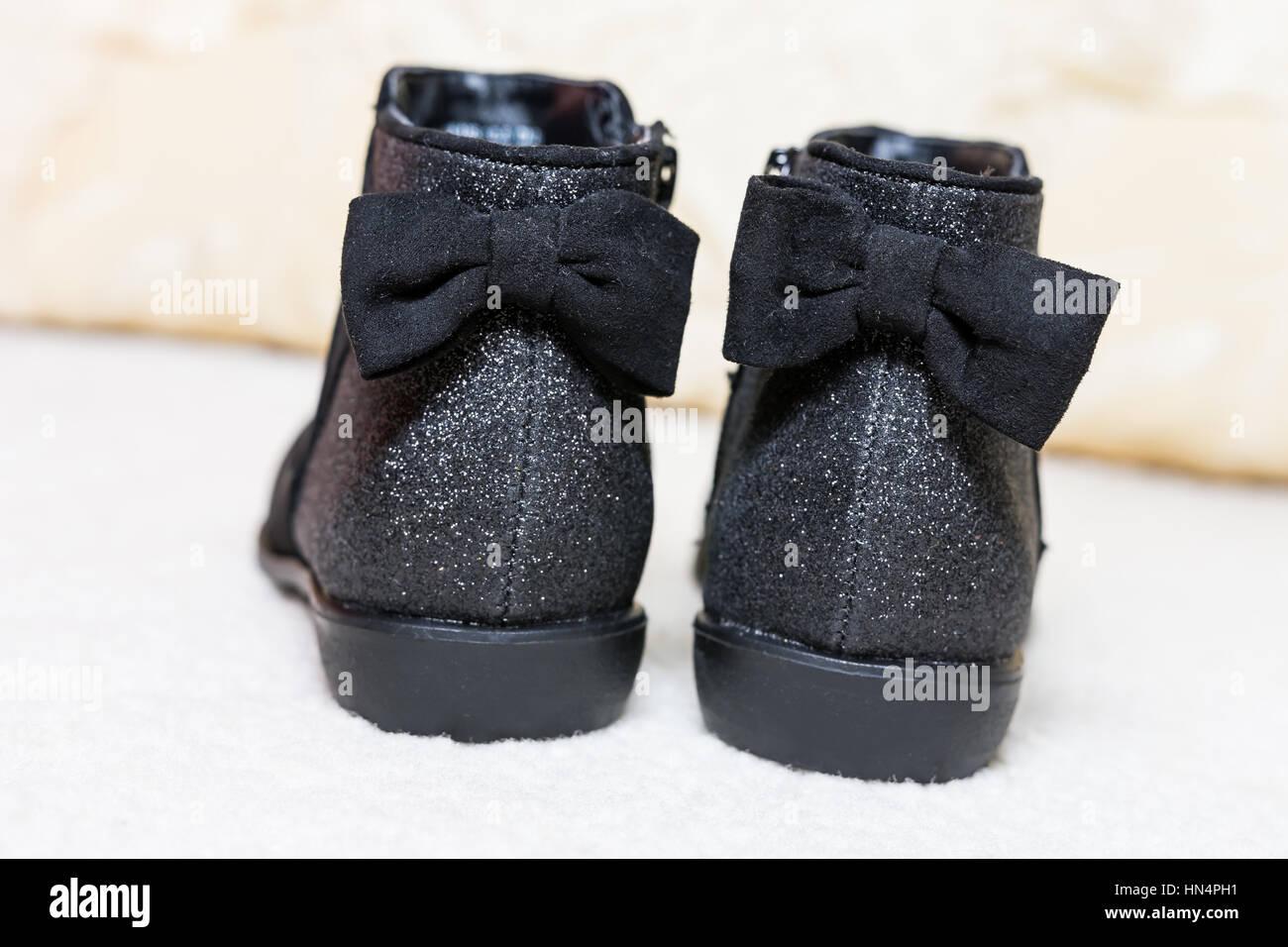 Nuovo splendenti in velluto nero bambini caldi stivali per autunno-inverno Immagini Stock