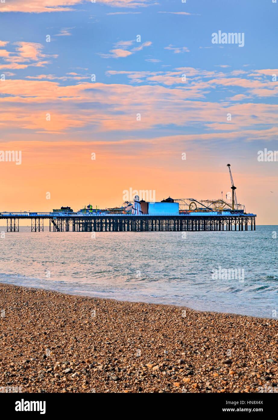 Il Brighton Pier in sunset Immagini Stock