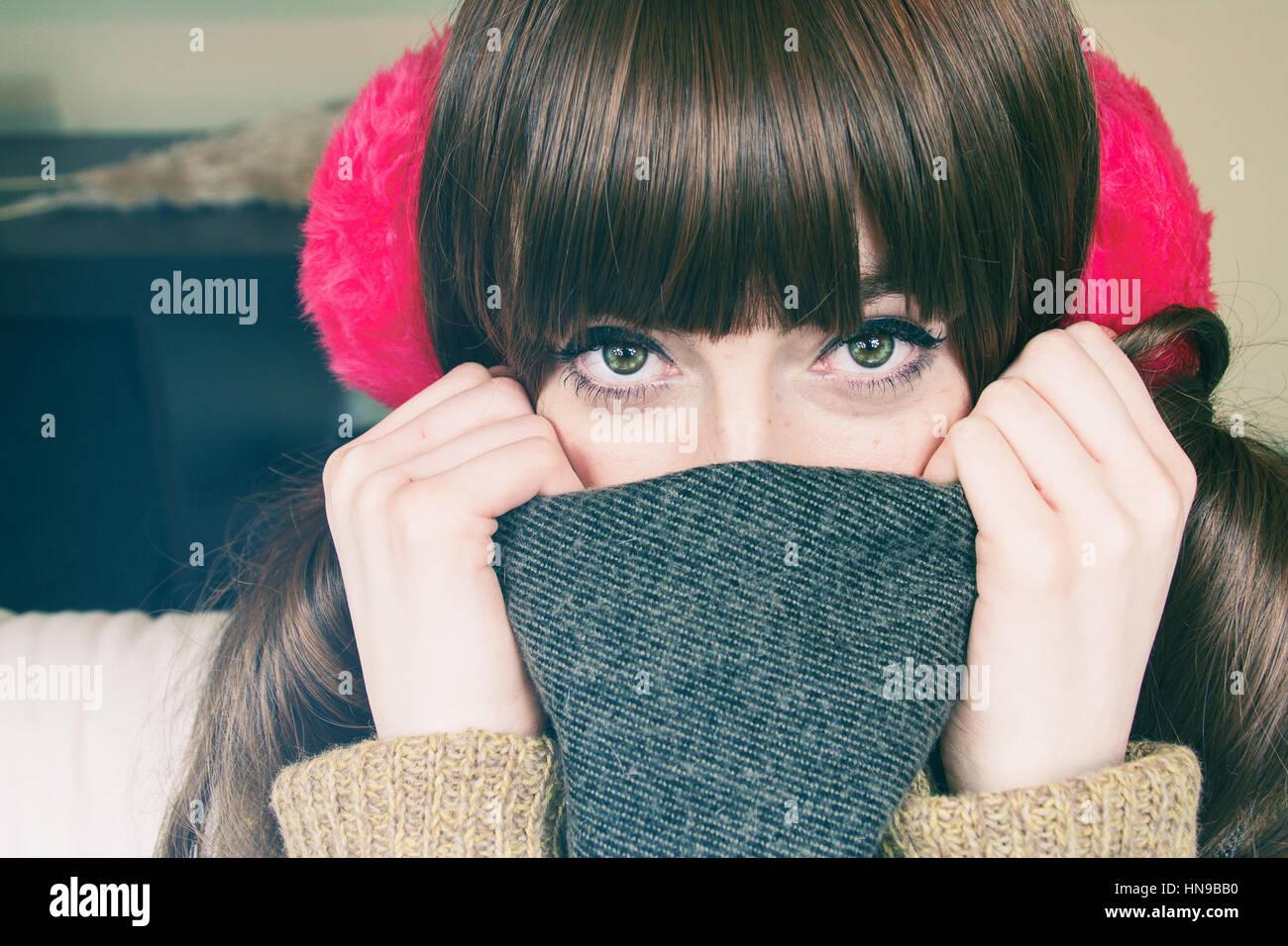 Ritratto di una giovane e bella donna con abbigliamento invernale Immagini Stock