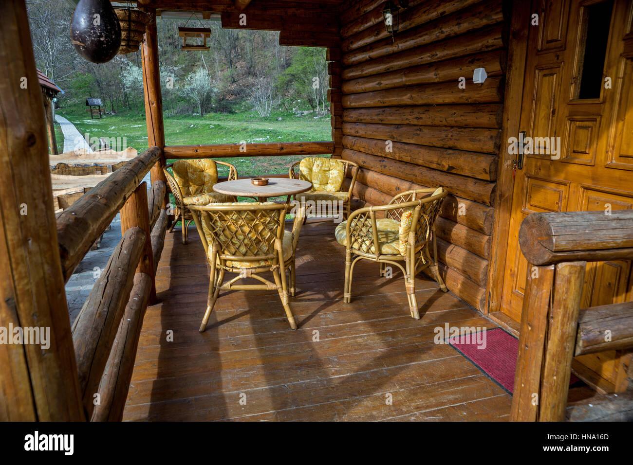 Case Con Tronchi Di Legno : Scala di legno per interni con un tronco di albero bcasa