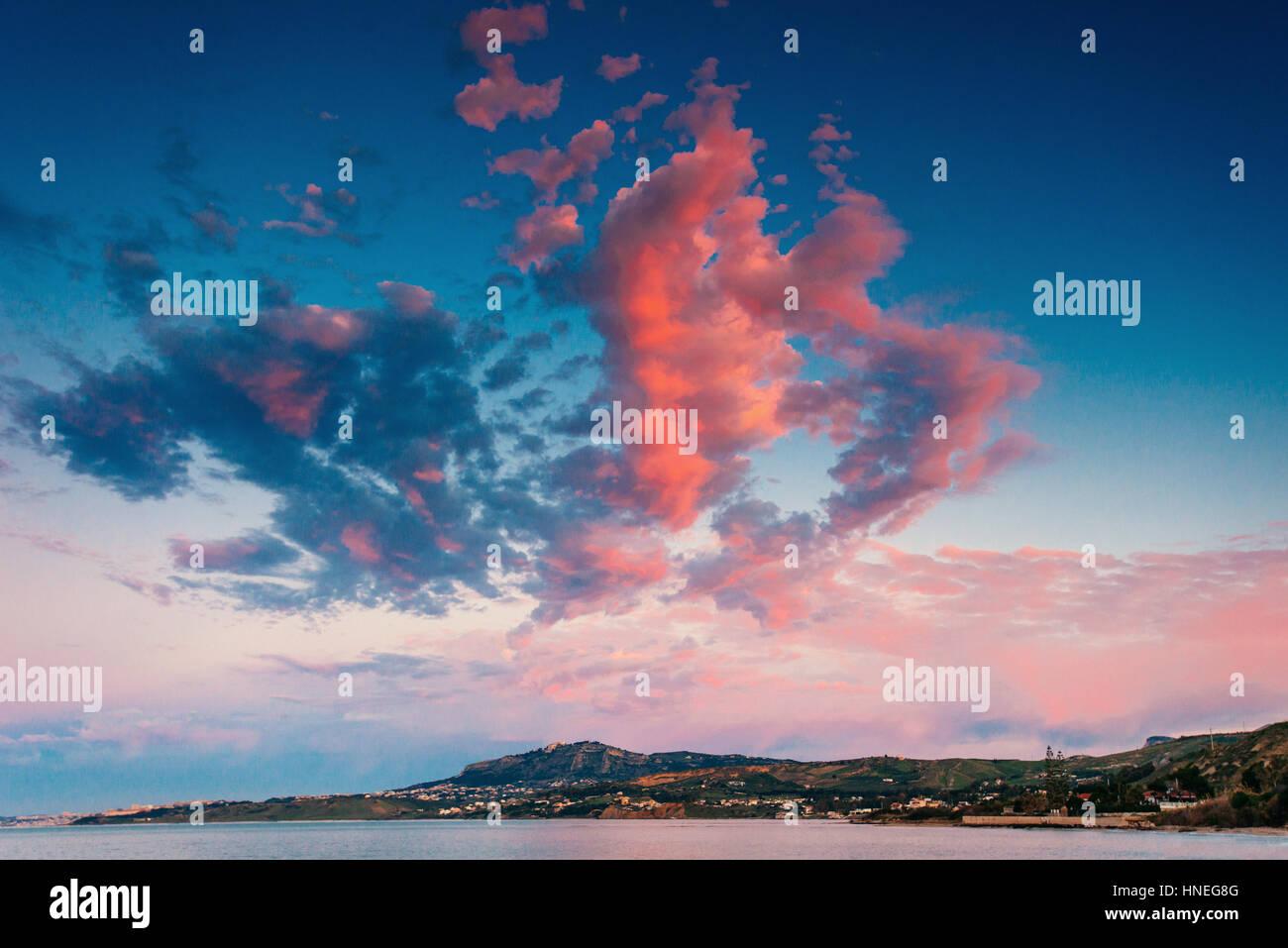 La molla panorama della costa del mare città Trapany. Sicilia Italia Europa Immagini Stock