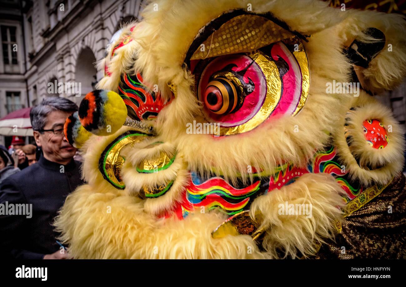 Torino, Italia. Il 12 febbraio 2017. Celebrazioni per il Nuovo Anno Cinese, noto anche come il nuovo anno lunare Immagini Stock