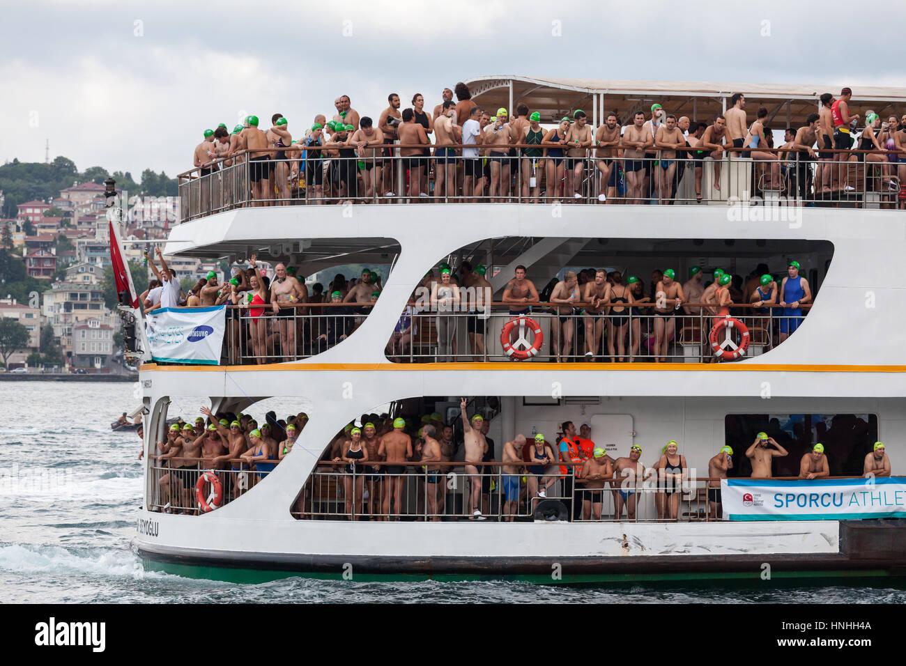 Istanbul, 20 luglio 2014 - La tradizionale 26 Samsung Bosforo Cross continentale gara di nuoto, con 1729 sportivo Immagini Stock