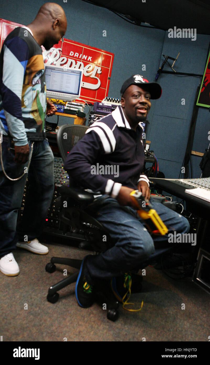 Wycleaf Jean e cartello in bolla dove Wyclef unito alla band per creare una traccia per il cartello del prossimo Immagini Stock