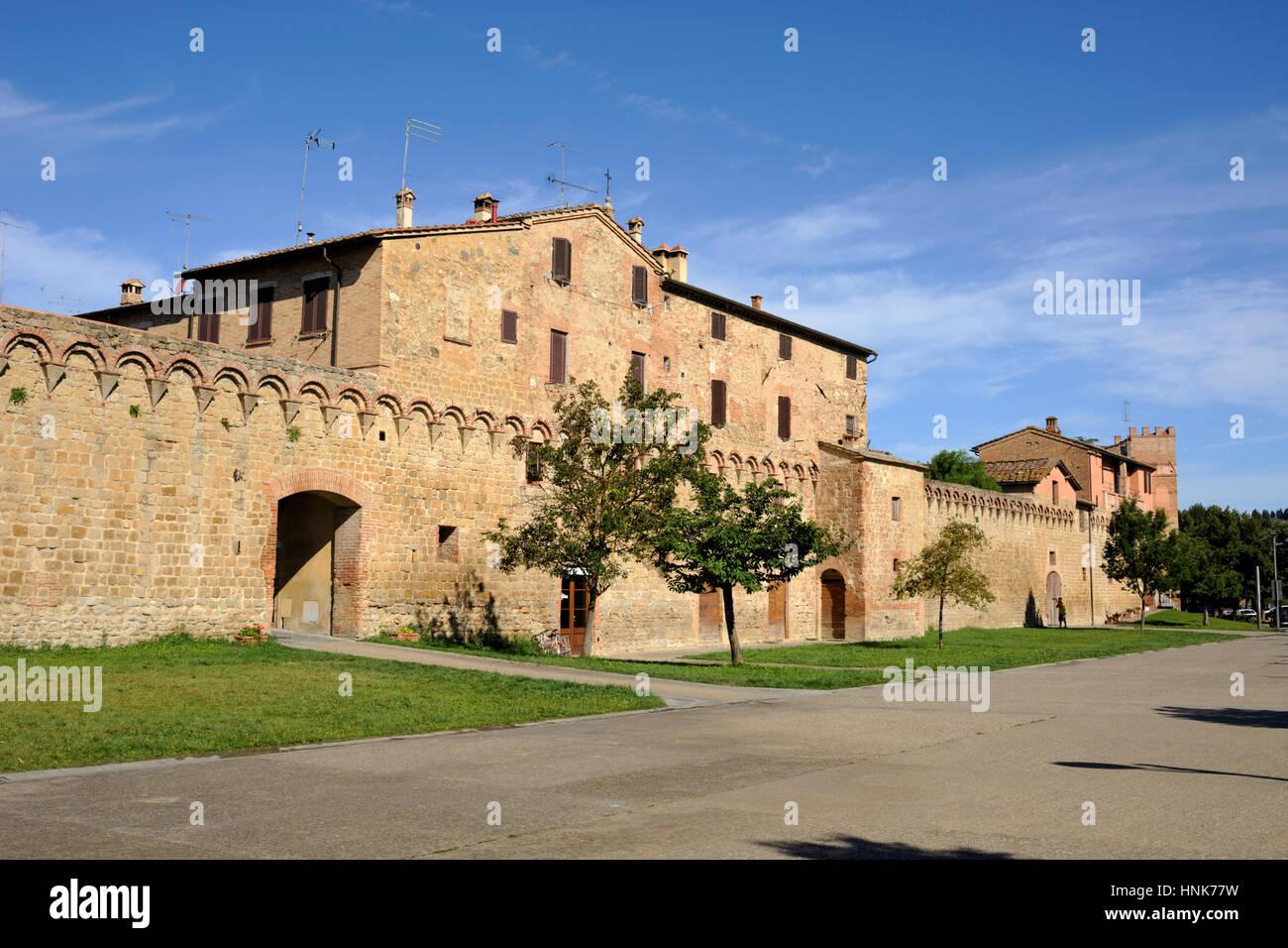 L'Italia, Toscana, Buonconvento, pareti Immagini Stock