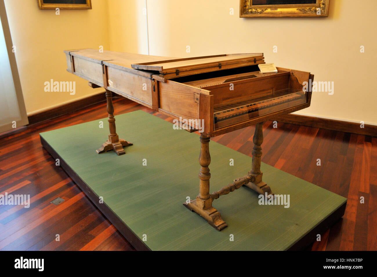 Italia, Roma, museo nazionale degli strumenti musicali, pianoforte da Bartolomeo Cristofori (ANNUNCIO 1722), l'inventore Immagini Stock