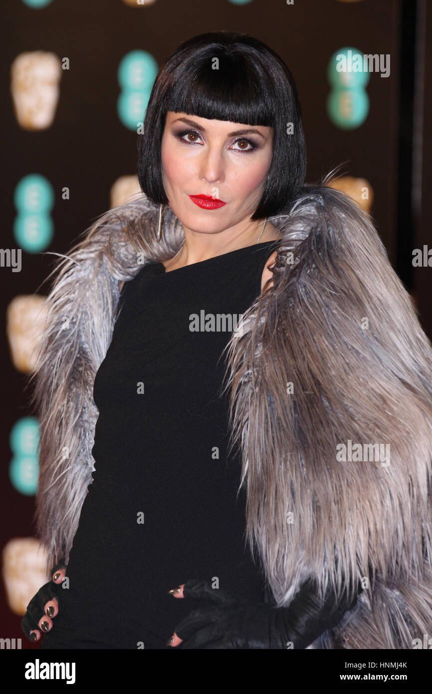 Londra - Feb 12, 2017: Noomi Rapace assiste l'EE British Academy Film Awards (BAFTA) presso la Royal Albert Immagini Stock