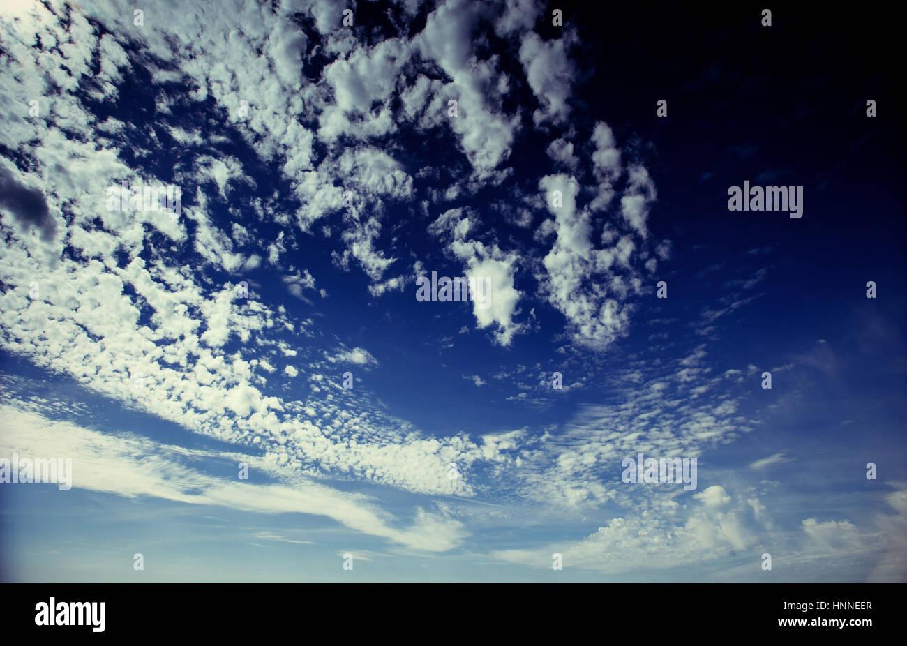 Paesaggio estivo bella cumulus nubi. Carpazi, Ucraina, Europa Immagini Stock