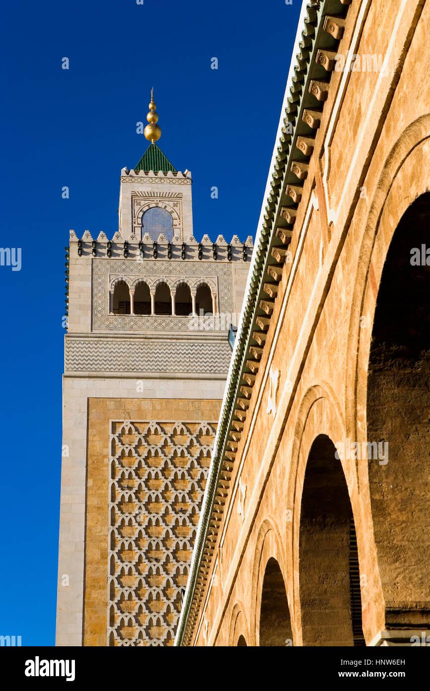 Tunisia: città di Tunisi. medina. Il minareto di ez- Moschea Zitouna (grande moschea) Immagini Stock