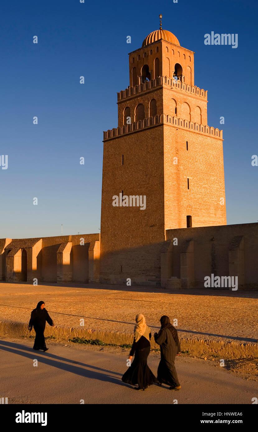 Tunez: kairouan.la grande moschea. La moschea fondata da sidi uqba nel VI secolo è il più antico luogo Immagini Stock