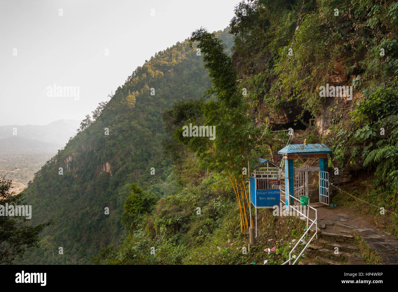 Cancello di ingresso a siddha grotta (gufa), ha detto di essere la più grande grotta dell'Himalaya, bandipur, Immagini Stock