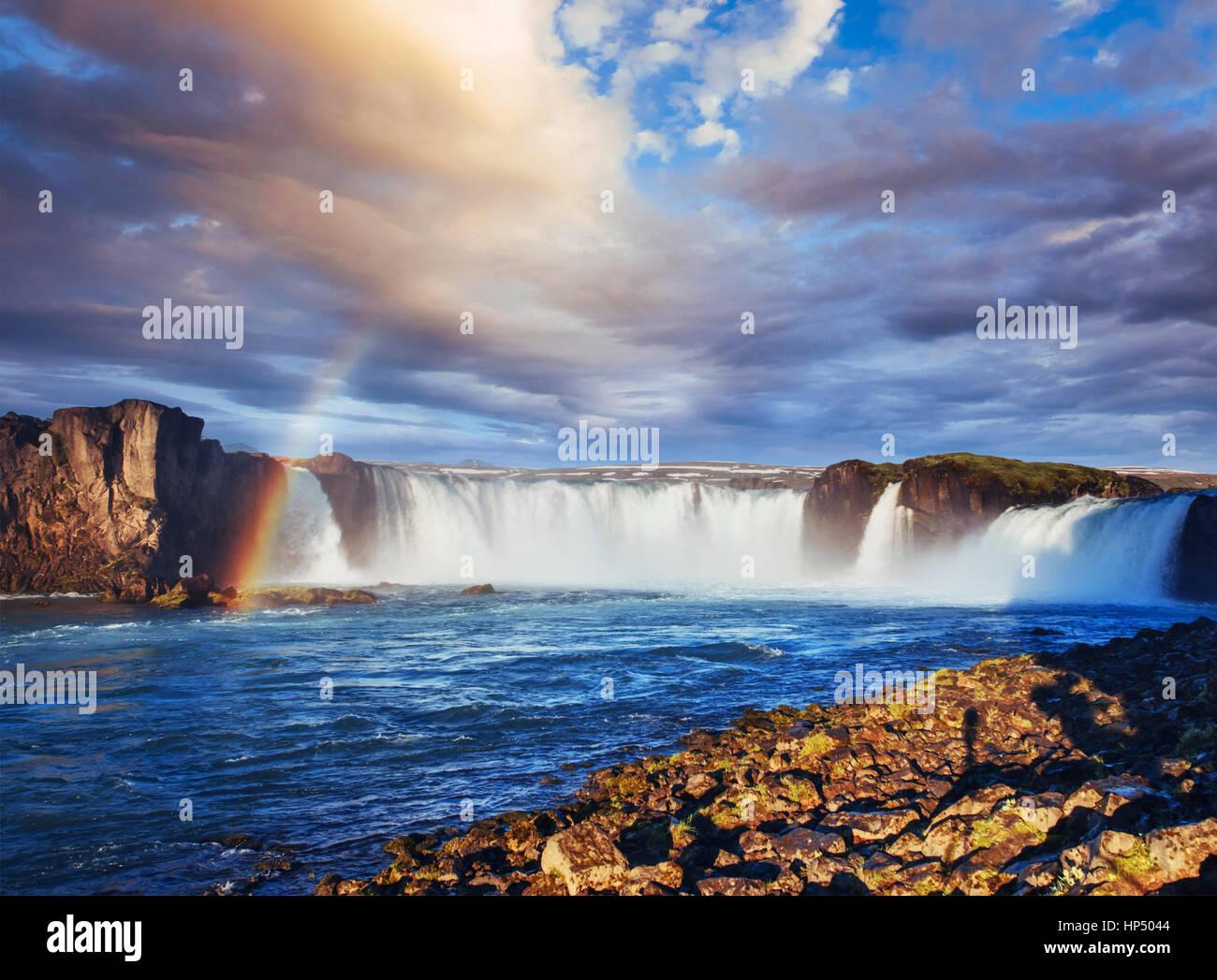 Cascate Godafoss al tramonto. Bellezza Mondo. L'Islanda, Europa Immagini Stock