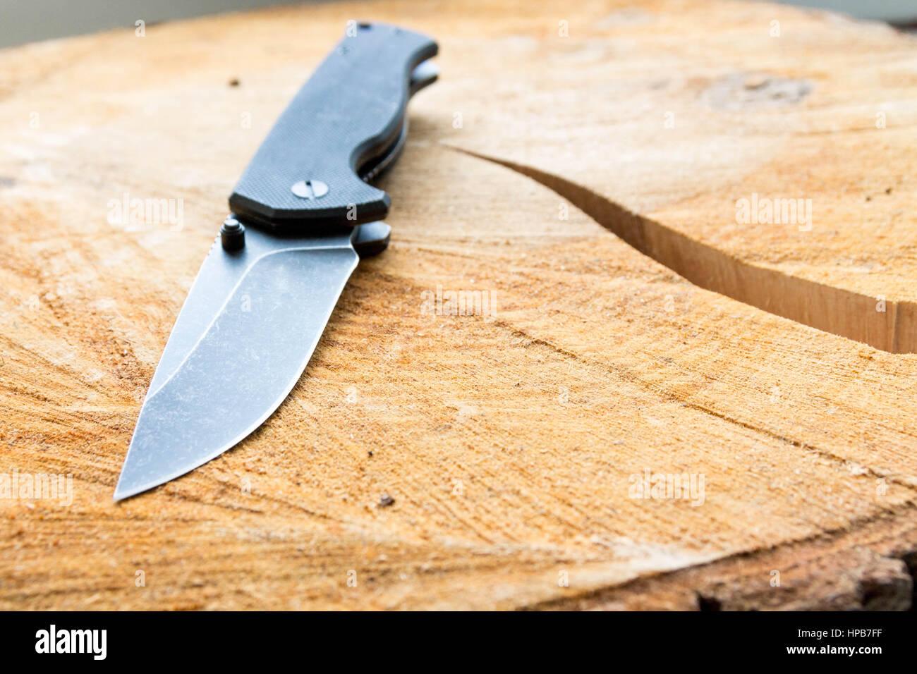 Un coltello per uso quotidiano. Coltello da tasca. Immagini Stock