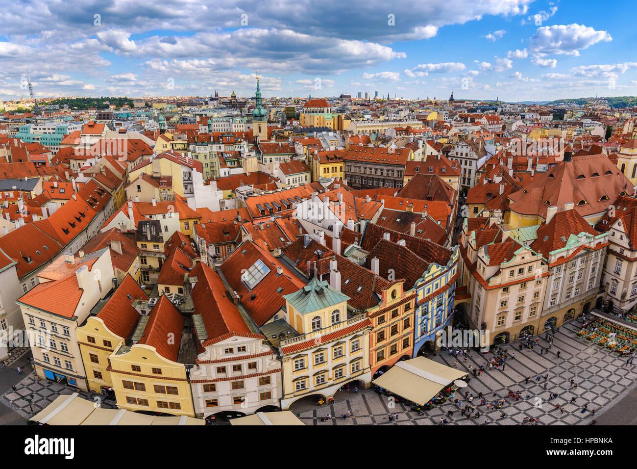 Praga dello skyline della città a piazza della città vecchia di Praga, Repubblica Ceca Immagini Stock