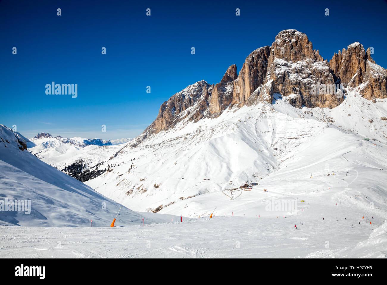 Vista di una ski area del resort in Italia Immagini Stock