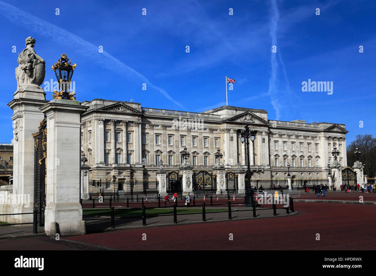 Vista estiva della facciata di Buckingham palace, St James, London, England, Regno Unito Immagini Stock