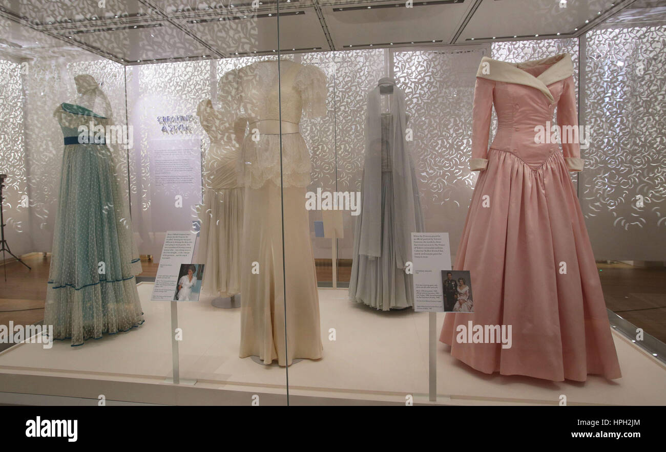 Abiti in anteprima di Diana  la sua storia di moda in mostra a Kensington  Palace b9bc5a7ceba