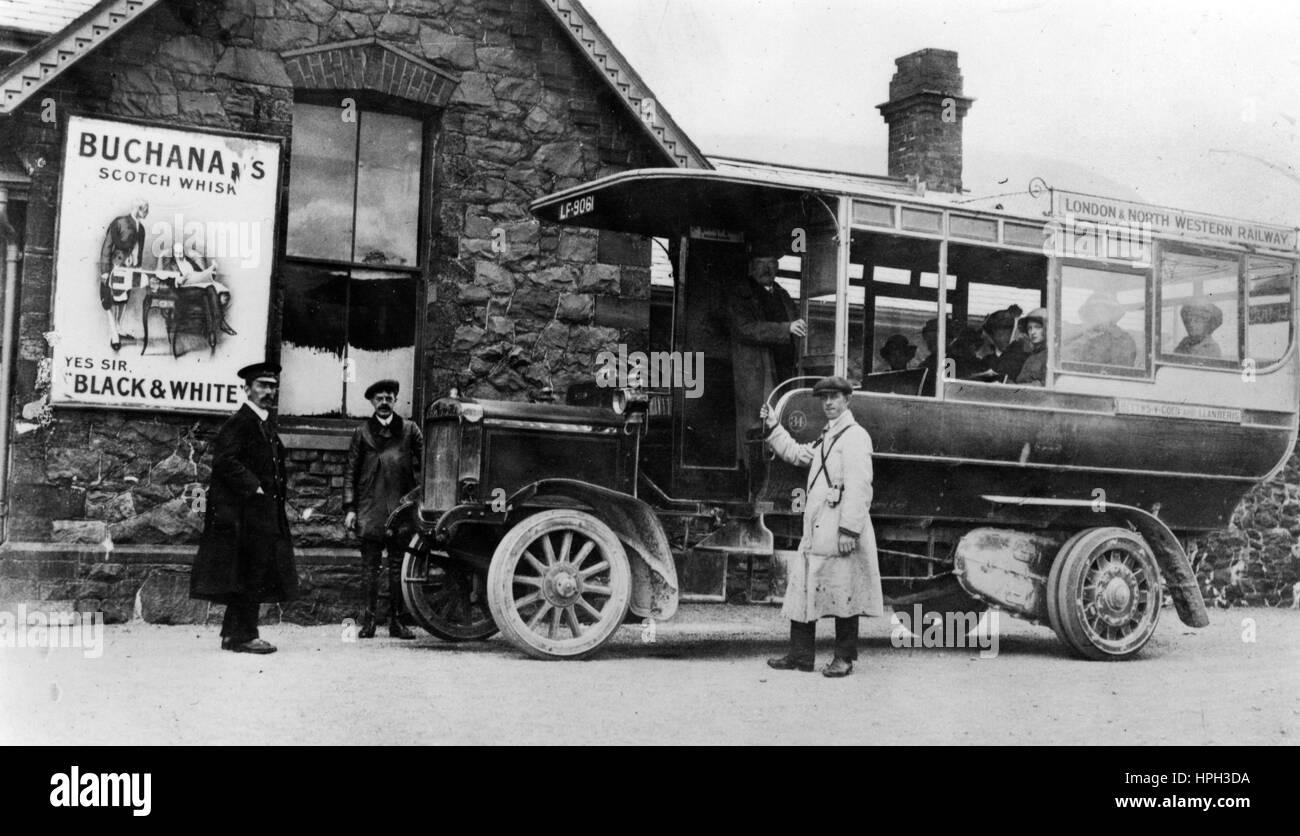 1910 Commer autobus alla stazione di Llanberis in Galles Immagini Stock