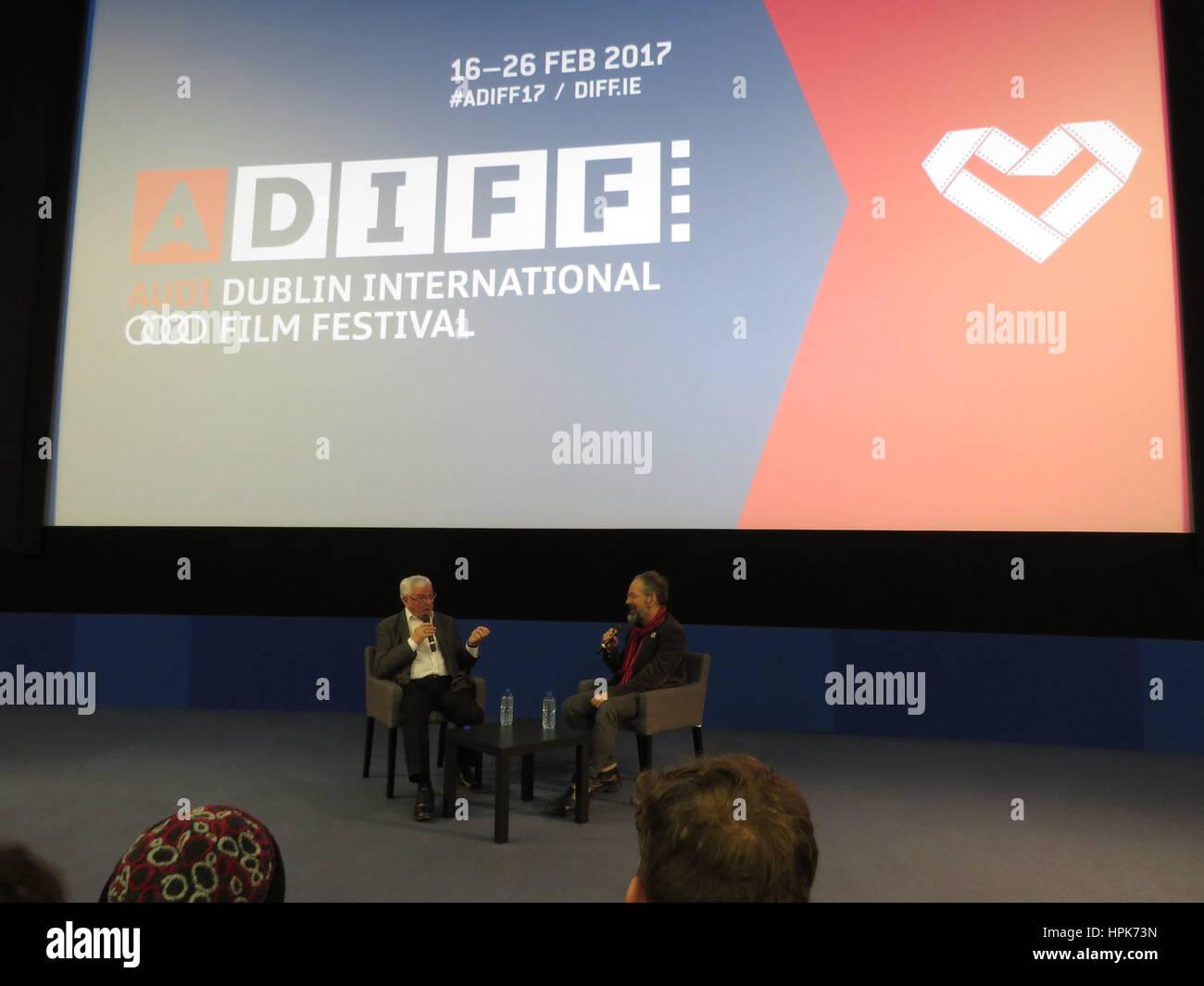 """Dublino, Irlanda. Il 22 febbraio, 2017. Regista e scrittore Terence Davies (a destra) dopo il suo film """"Un Immagini Stock"""