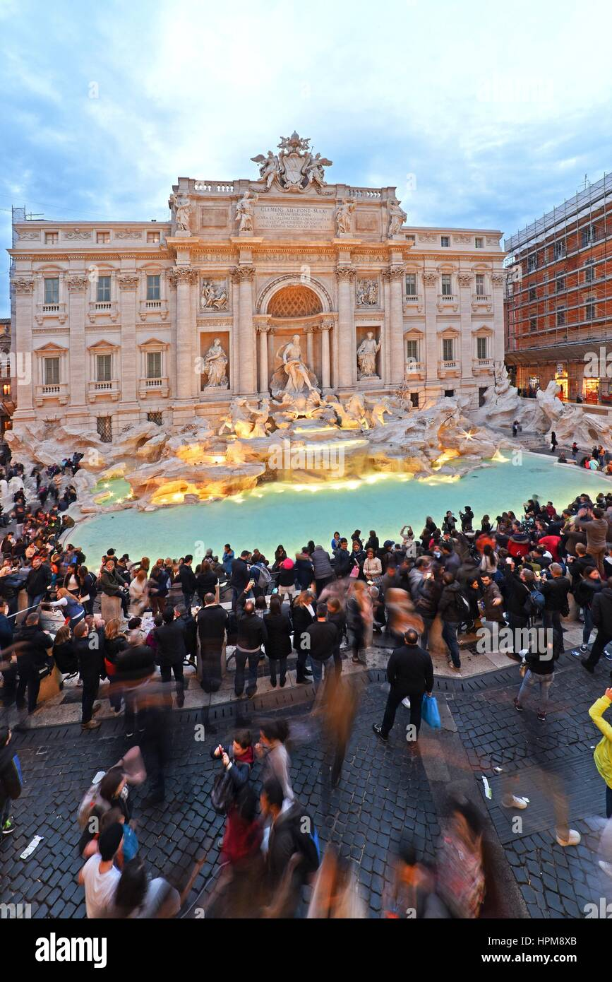 La fontana di Trevi a Roma, Italia, 17 marzo 2016 © Credito Fabio Mazzarella/Sintesi/Alamy Stock Photo Immagini Stock
