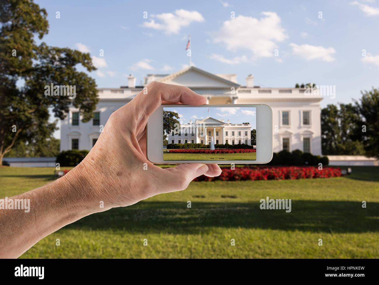 Snapshot sullo smartphone all'ingresso principale della Casa Bianca in 1600 Pennsylvania Avenue a Washington DC Foto Stock